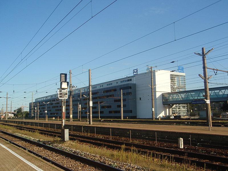 800px-Bahnhof_Huetteldorf3